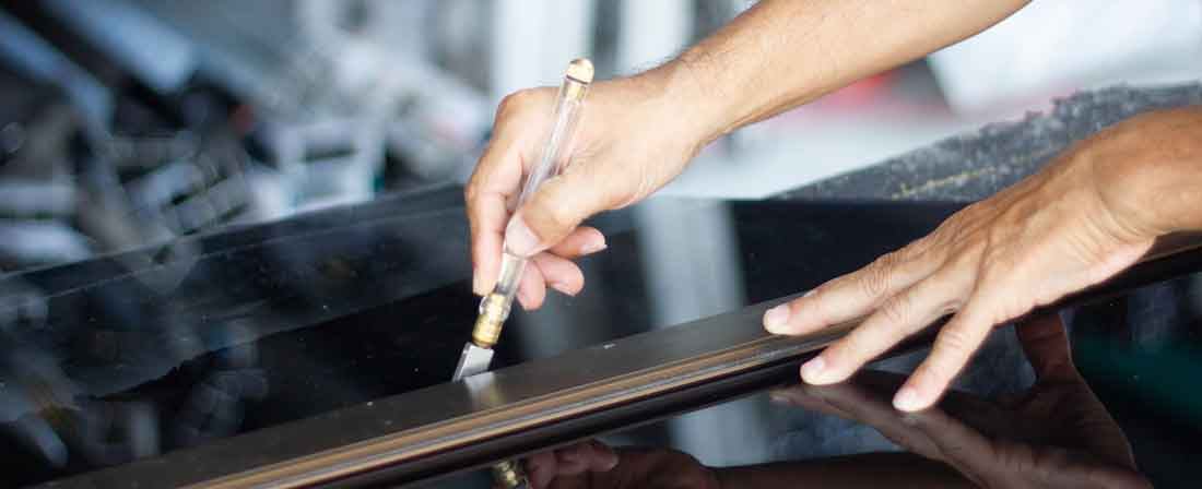 Cutting-plastic-sheet-with-scribe-for-how-to-cut-acrylic-sheet-guide